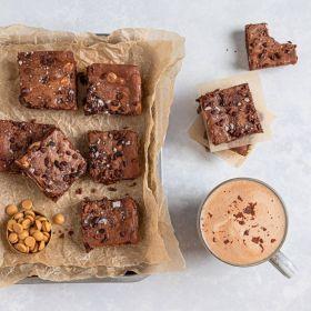BROWNIE BUNDLE - 70% Hot Chocolate Flakes & Gold, Nib & Sea Salt Brownie